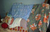 FORT gemaakt van BED, KINDERBED, kussen en blad