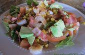 Gezonde salade van garnalen Cobb