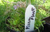 Planten tags uit plastic flessen