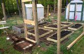 Kleine schaal tuin hek met verhoogde bedden