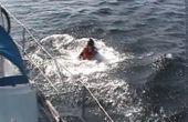 Redden van iemand overboord gedaald vanaf een boot