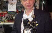Een miniatuur werkend model van een filmprojector