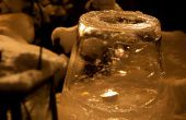 Maak een mooie ijs lantaarn met behulp van een emmer