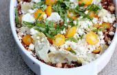 Bessen van de tarwe, gerst, Quinoa en kikkererwten met gouden tomaten, artisjokharten, Feta en basilicum