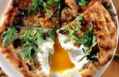 (Bijna) Houtgestookte Pizza met cantharellen, ei en rucola