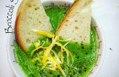 Helder groene Broccoli Cheddar soep