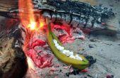 Kampvuur geroosterde gevulde banaan