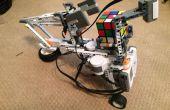 Lego Robot dat lost A Rubik Cube