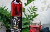 Huisgemaakte rode bessen wijn