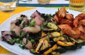 Aardappelsalade met gegrilde gemarineerde courgette tuin