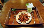PECAN GEROOKT ANDOUILLE worst IN een CHIPOTLE ADOBO mosterd saus