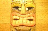 Snijden van een miniatuur Tiki-masker en kleur het goedkoop en eco-vriendelijke