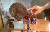 Eenvoudige elektromagnetische motor met behulp van zuiger en vliegwiel