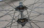 Hoe te te herbouwen van een fiets voorwiel Hub met behulp van eenvoudige Tools