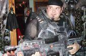 Kartonnen kostuums van Halloween en wapens Gears of war-stijl