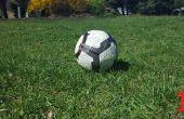 Hoe om te schieten goed een voetbal