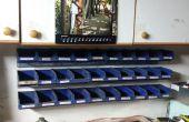 Montage voor stapelbare magazijnbakken, gemaakt van oude nummerplaten