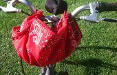 Praktische Furoshiki: Met behulp van een bandana als een fietsdrager Stuur