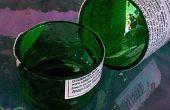 Het gebruik van een natte tegel zag to cut glazen flessen