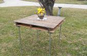 Rustieke tafel gemaakt van een houten scheepvaart pallet