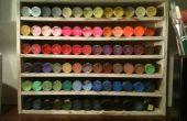 Vertoning voor DIY Craft verf organisator van schroot hout