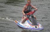 Hoe krijg ik een jetski uit een aanhangwagen en in het water