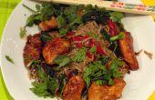 Een mooi Wok diner met gemarineerde kip & 2 groenten uit onze tuin