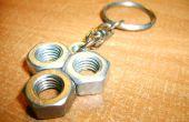 Originele sleutelhanger met behulp van noten maken.