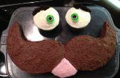 Hoe maak je een snor gezicht taart