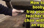 Hoe te trekken een prank op uw leraar door booby overvullen van zijn stoel met een ei