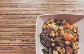 Gemakkelijk kippenlever met groenten van de wortel