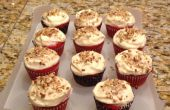 Red Velvet Cupcakes w / roomkaas Frosting bakken