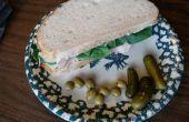 Gerookte Turkije, Brie, & spinazie op zuurdesem.