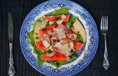 Watermeloen salade met parmaham, snelle ingemaakte watermeloen korst en Parmigiano-Reggiano