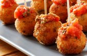 Gebakken Mozzarella ballen met zelfgemaakte tomatensaus