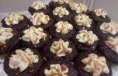 Gezouten karamel gevulde chocolade Cupcakes met Frosting gezouten karamel botterroom