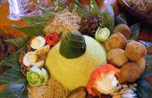 Kegel van de artistieke Indonesische rijst (Nasi Tumpeng)