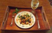 KNOFLOOK GARNALEN met PROSCIUTTO, groene PEPER & zwarte olijven
