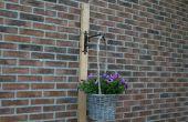 Smeden een plant mand hanger van 3 spoorweg spikes
