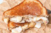 Gastronomische pindakaas & Jelly Sandwich met een chocolade Milkshake