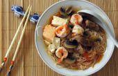 Aziatische stijl tomatensoep met rijstnoedels