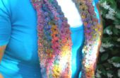 Krullend Q Keyhole sjaal aan gehaakte