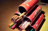 Piramide van horizontaal potlood houders (gemaakt van blikjes)