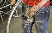 Ter vervanging van een Cassettenaaf lichaam op een achterwiel van de fiets.