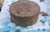 Bio brandstof briketten, comprimeren papierpulp en zaagsel in brandstof bakstenen.