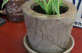 Bloempot met ingesloten blad motief beton