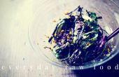 Rauwe veganist zeewier salade
