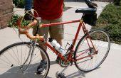Een oude fiets van repainting