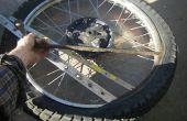 Repareren van een motorfiets lekke band
