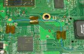 Het gebruik van Tape puntjes te houden een draad aan een PCB